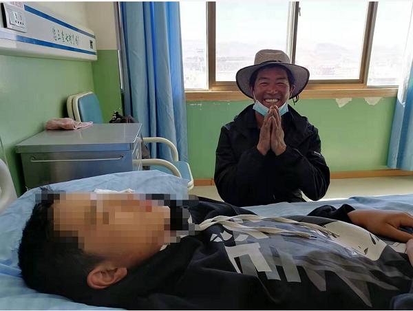 """点亮明眸再赴西藏 """"辫子医生""""手术矫治7名斜视患儿"""